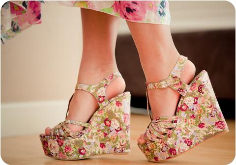 1333384674_beautiful-cute-floral-foki-heels-high-heels-favim.com-66619